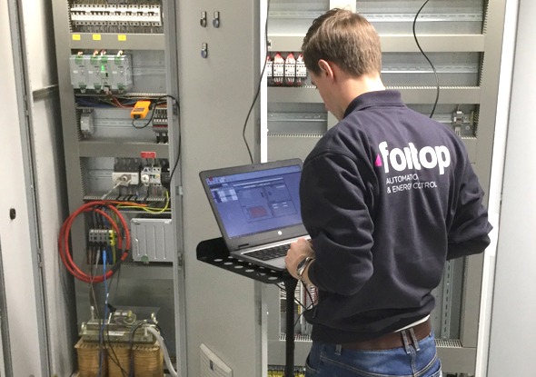 PQ-specialist Joeri voert een PQ Check uit - fortop Automation & Energy Control