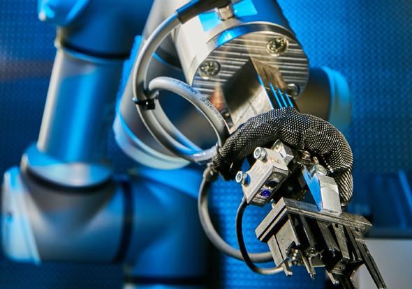 Blue Light sensor in de gripper van een robot - SensoPart